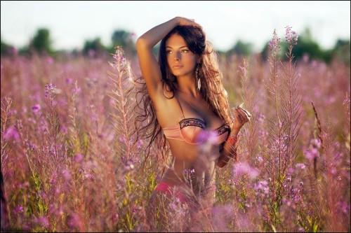 mujer entre trigo