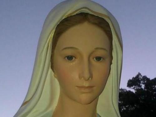 una-virgen-maria-llora-uruguay-al-llegar-la-navidad