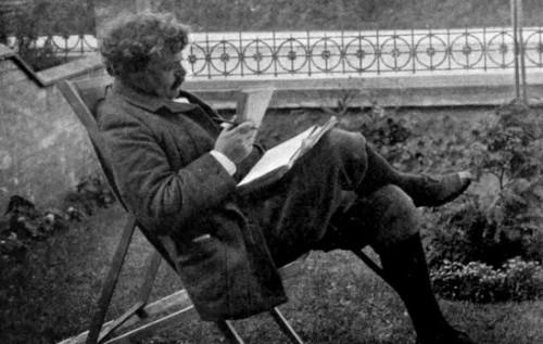 chesterton-leyendo