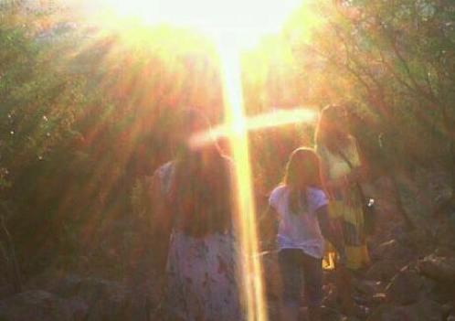 cruz con un sol en medjugorje