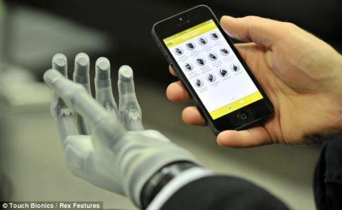 mano dirigida por celular