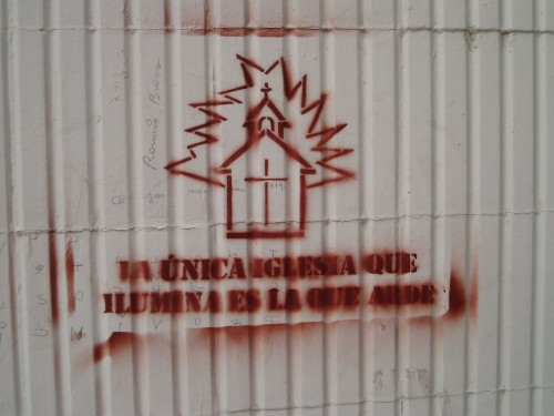 la unica iglesia que ilumina es la que arde