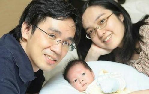 pareja china con un hijo