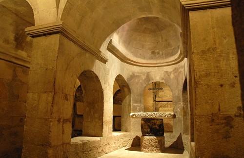 cripta donde estaban los restos de santa ana en apt