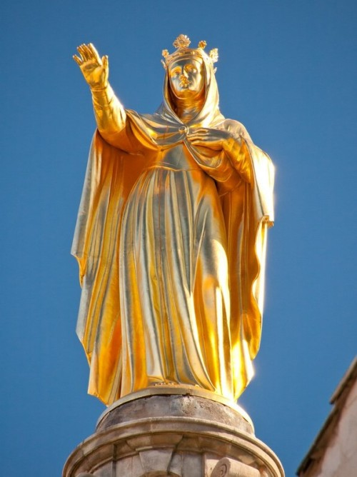 estatua de santa ana