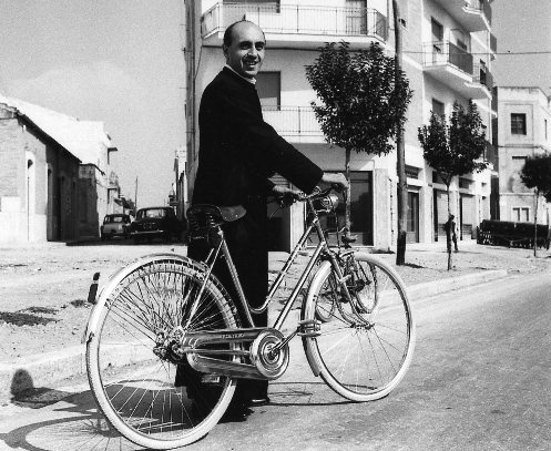 Don-Marco-Bisceglia en bicicleta