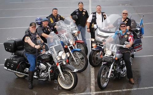 caballeros en moto