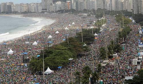 multitud de la misa de clausura de la jmj de rio
