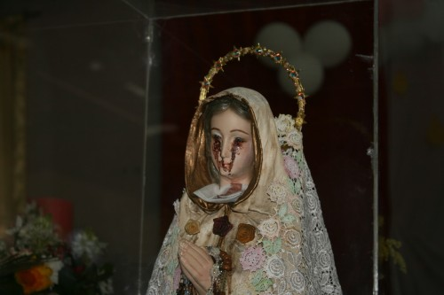 imagen de la virgen llora sangre fondo