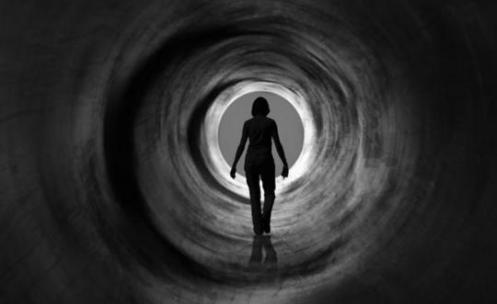 yendo por el tunel