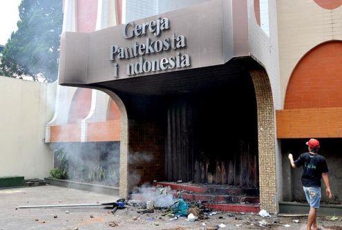 iglesia cristiana atacada en indonesia