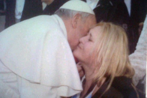 francisco besa a carolina