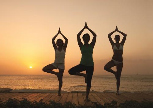 tres mujeres yoga