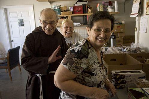 F Aurilia con fieles de la parroquia Santisimo Redentor de Tampa