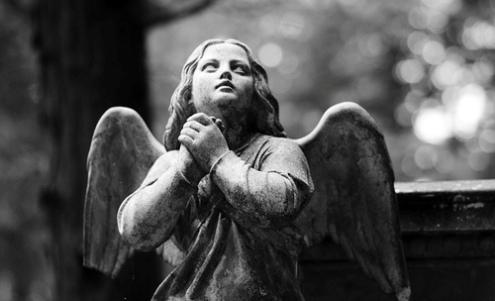 angel orando