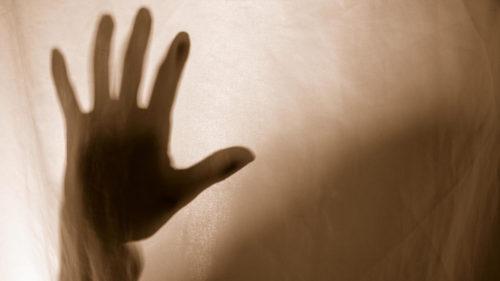 mano como del otro lado del velo