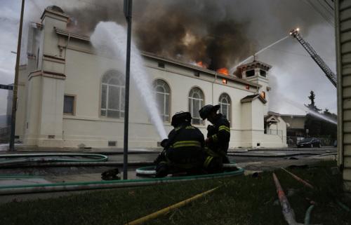 incesndio de la iglesia santa cruz en san jose