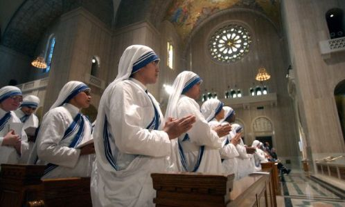 ** FILE ** Sisters of the Missionaries of Charity, the religious order founded by Mother Teresa, pray during a Mass celebrating Mother Teresa's Beatification at the Basilica of the National Shrine of the Immaculate Conception in Washington in this Oct. 19, 2003 file photo. (AP Photo/Gerald Herbert, File)