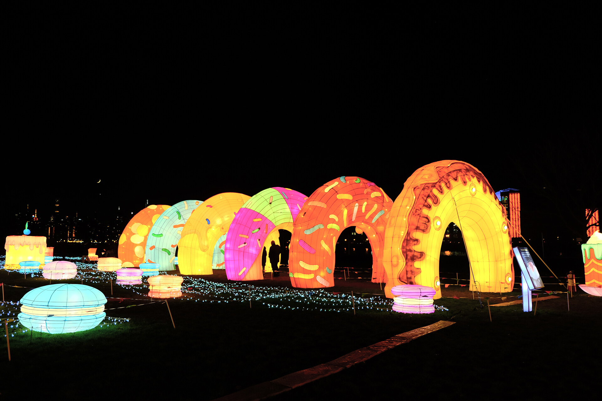the-donut-tunnel-the-sweet-dream-light-arts-luminocity-festival-rendered-image