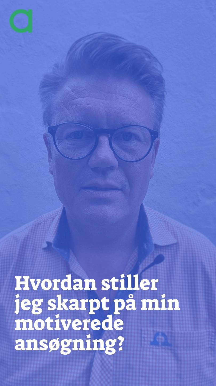 """Billede af Ulrik Nerløe der står bag teksten """"Hvordan stiller man skarpt på sin jobansøgning?"""""""