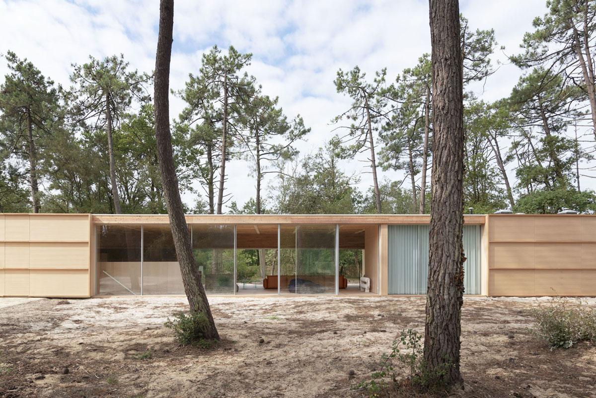 Wooden Villa by Nicolas Dahan Architects