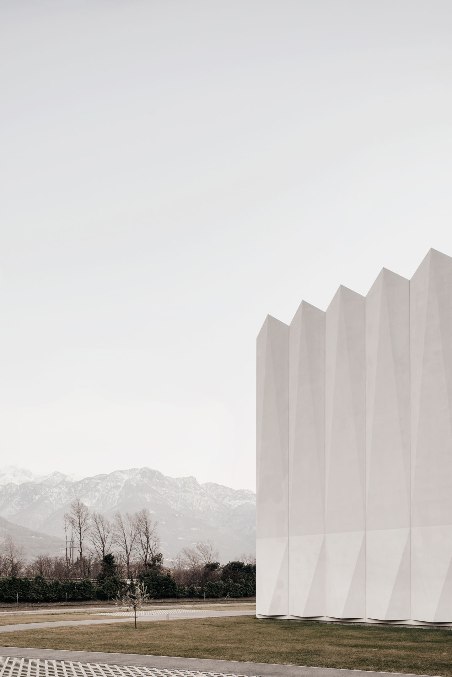 CAFUBE Funeral Home by LOKOMOTIV.archs
