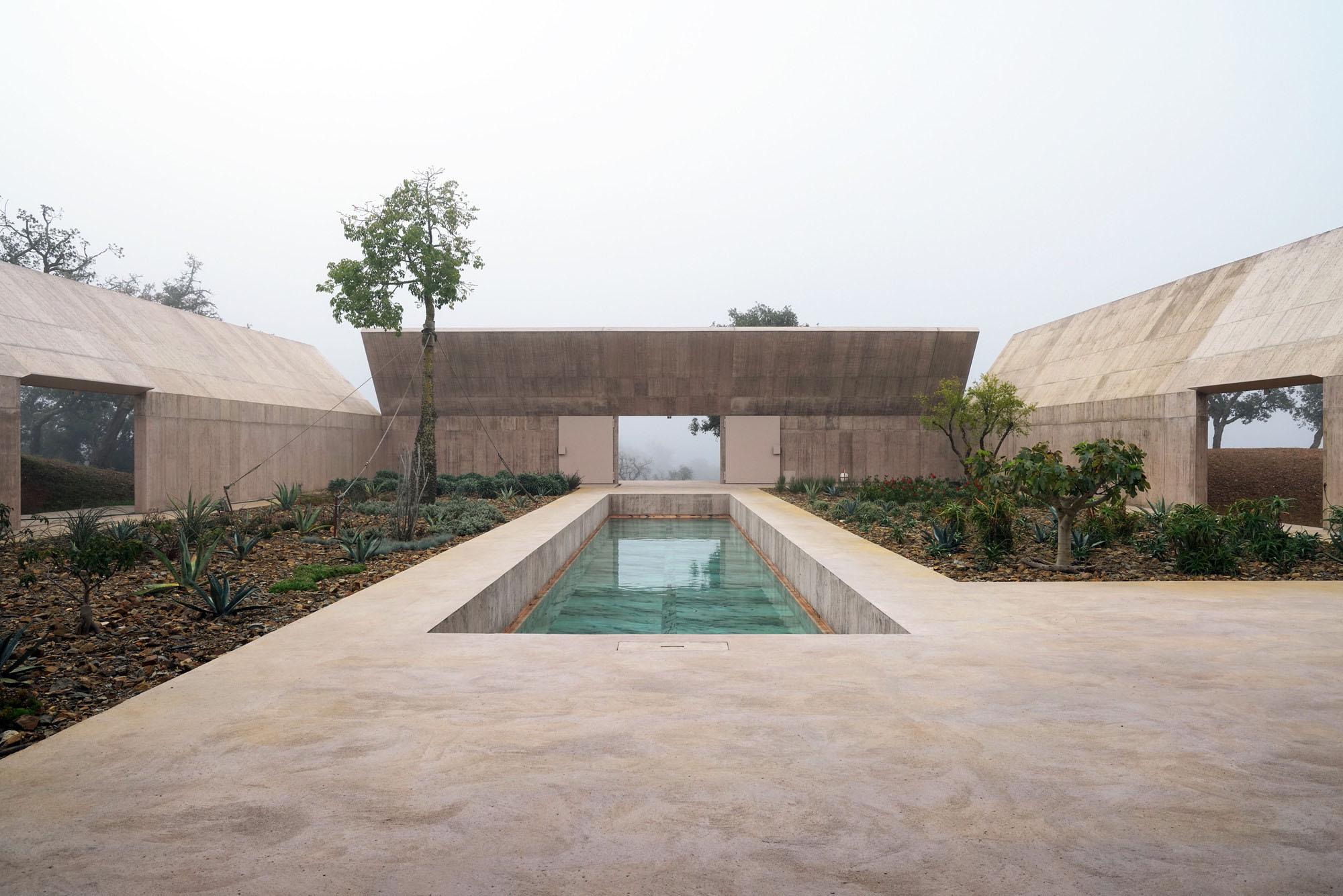 Villa Além by Valerio Olgiati