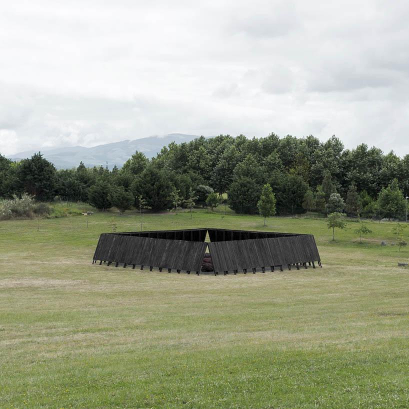 Inbetween Pavilion by Pontoatelier
