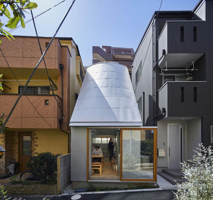 Love2 House by Takeshi Hosaka Architects