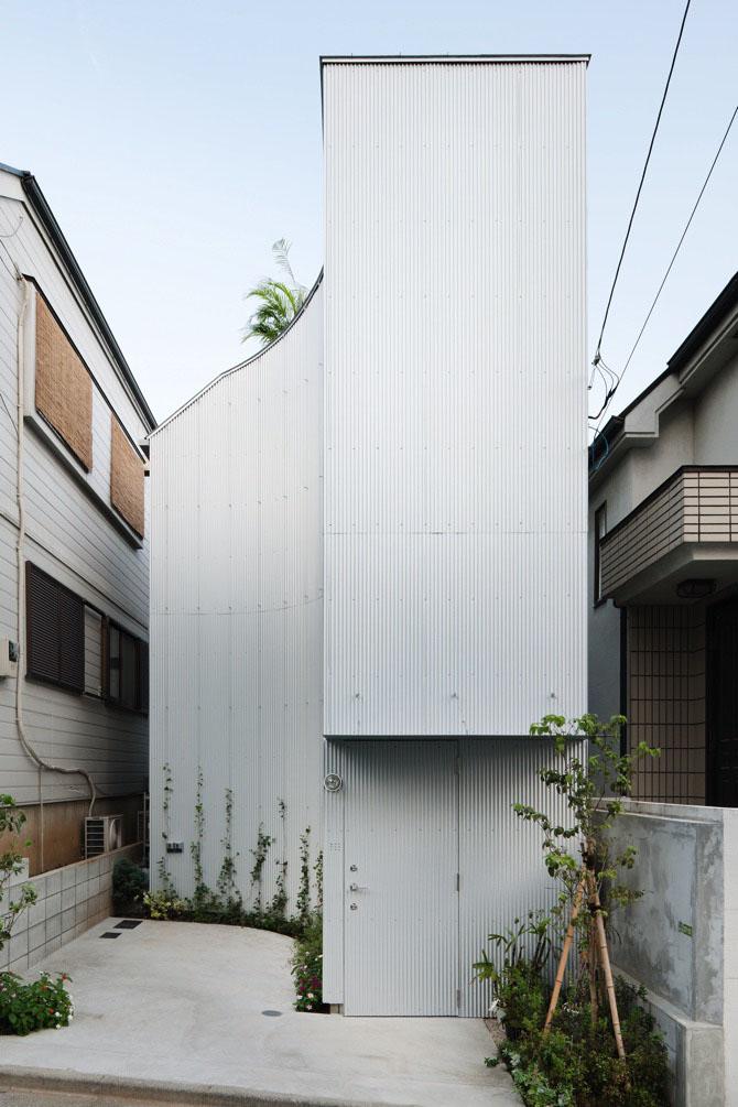 Nami-Nami (Waving) House by Yoshinori Sakano Architects