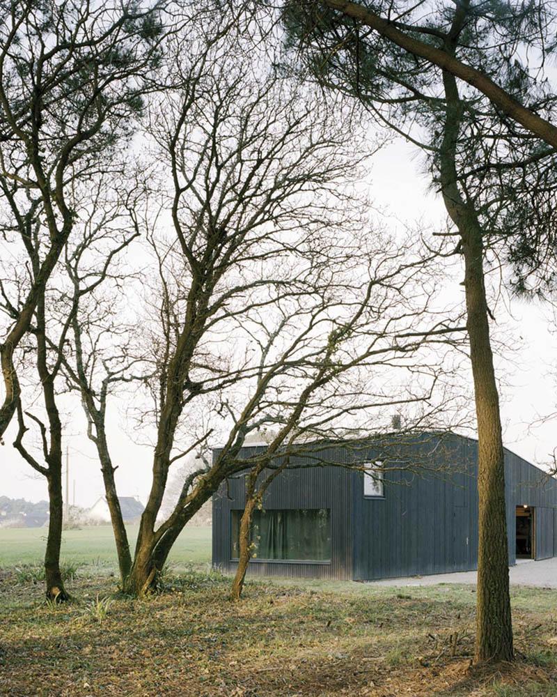 Oyster Farm Hangar by RAUM