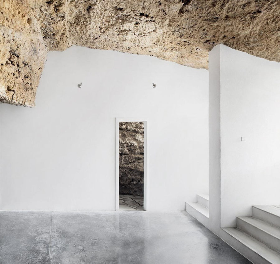 Casa Tierra (Cave House) by UMMO Estudio
