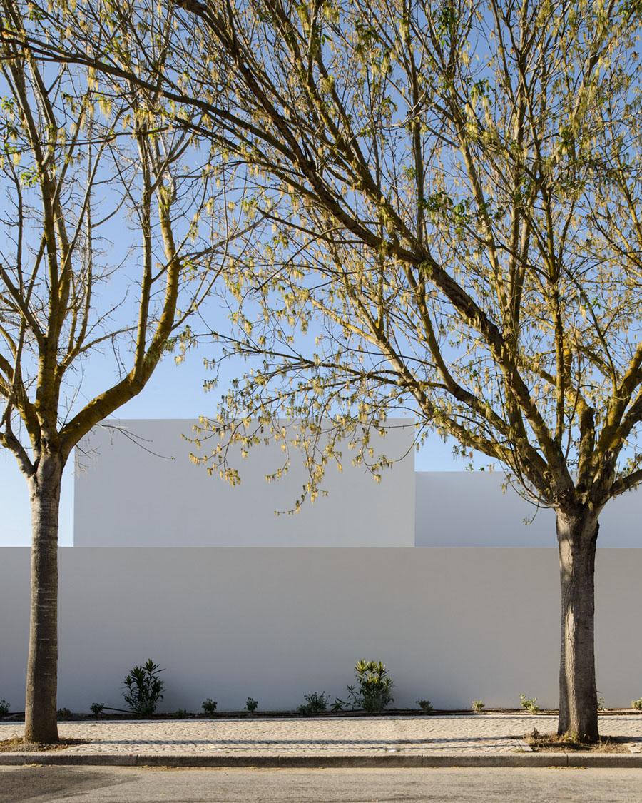 House in Oeiras by Pedro Domingos arquitectos