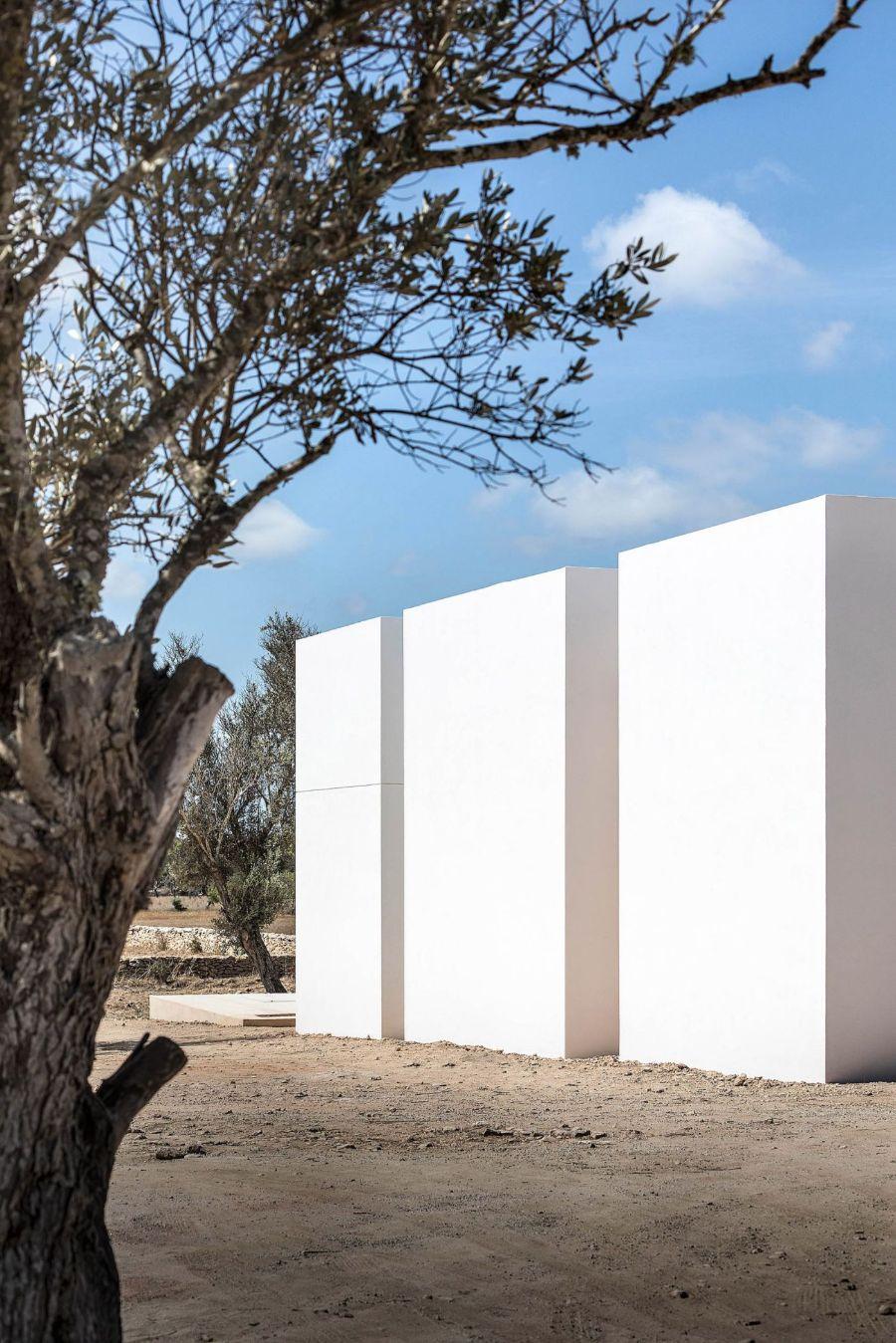 Es Pou House in Formentera by Marià Castelló
