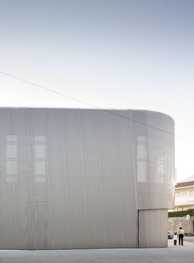 Lordelo Pharmacy by José Carlos Cruz Arquitecto