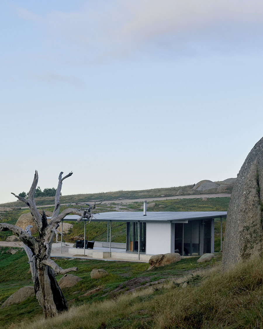 Shack in the Rocks by Sean Godsell Architects