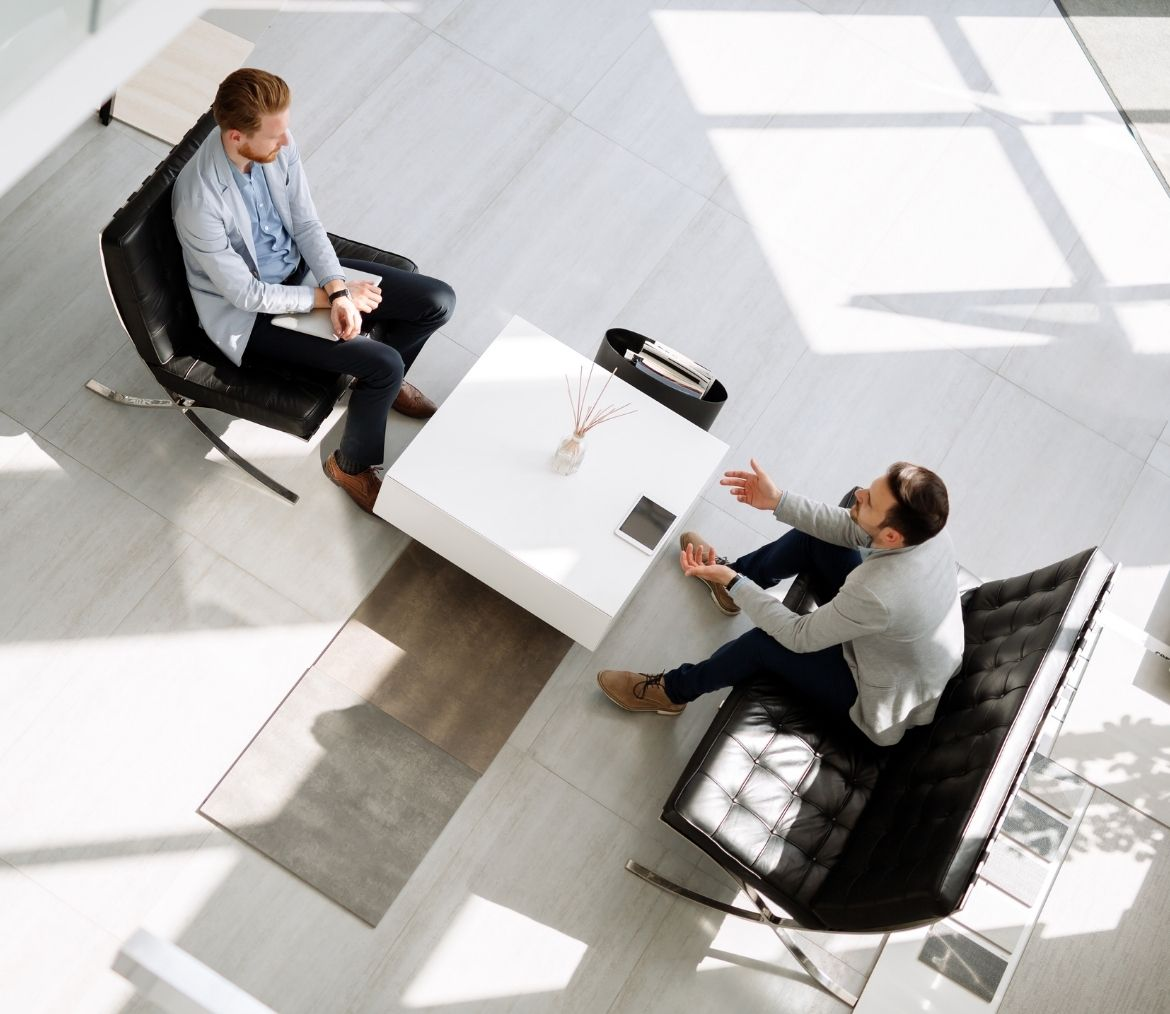 Two business men in a 1 on 1 meeting