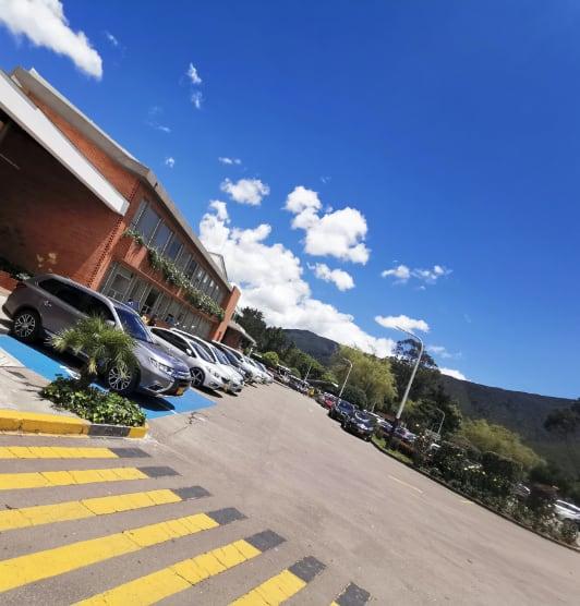 Parqueadero del colegio