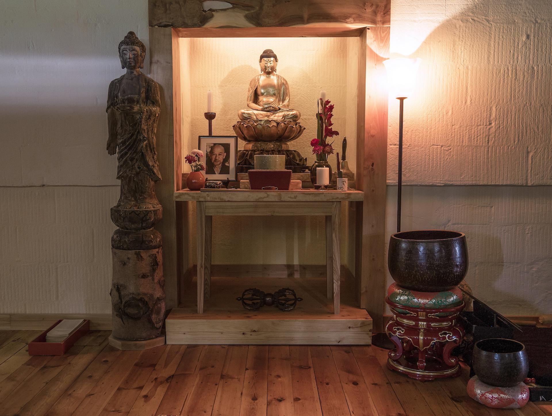 zen zazen meditation johanneshof hotzenhaus dharma sangha baker roshi buddhismus Altar Buddha Halle Shunryo Suzuki Roshi