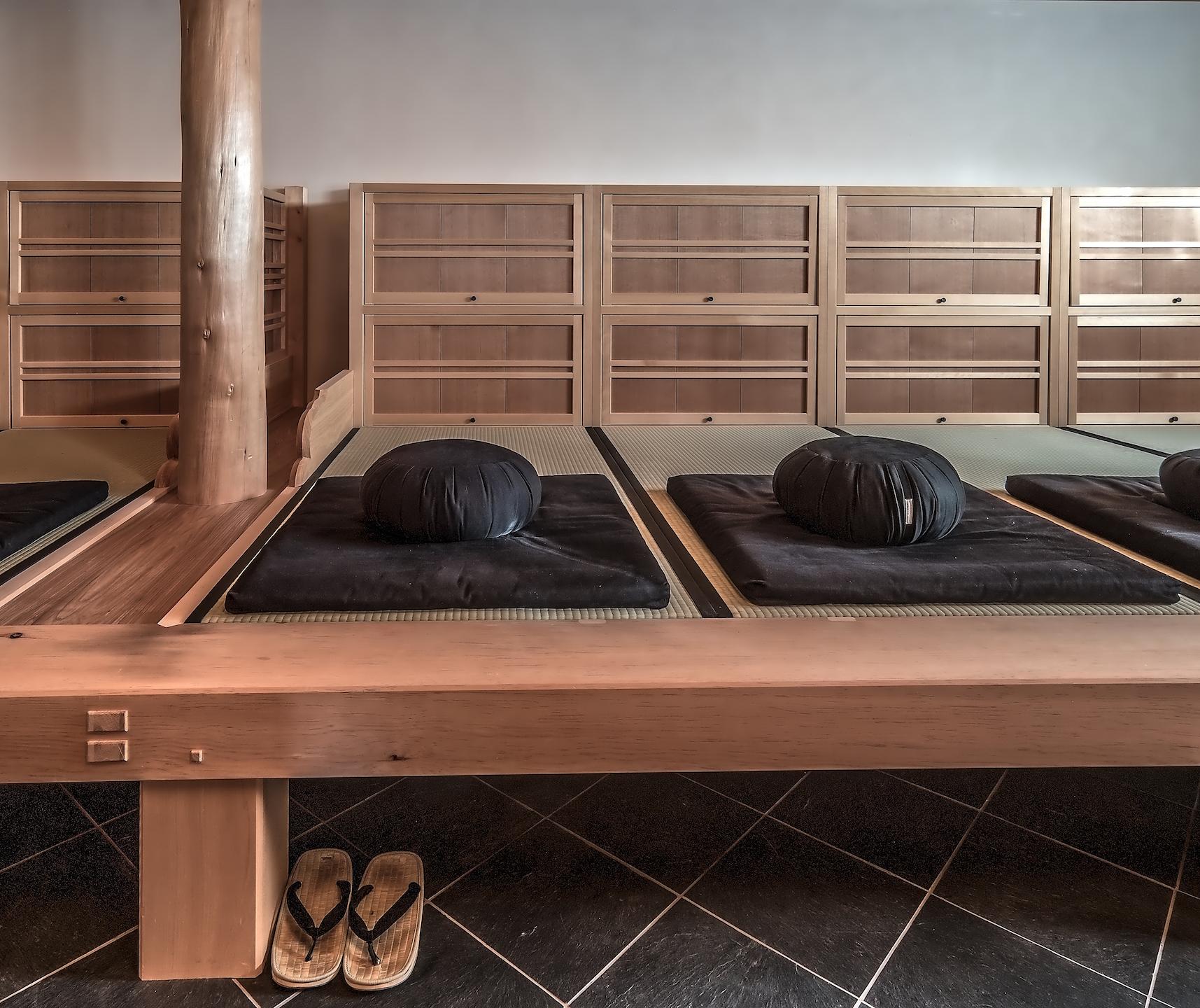 zen zazen meditation dharma sangha johanneshof buddhismus schwarzwald traditioneller japanischer Zendo meditationsplatz