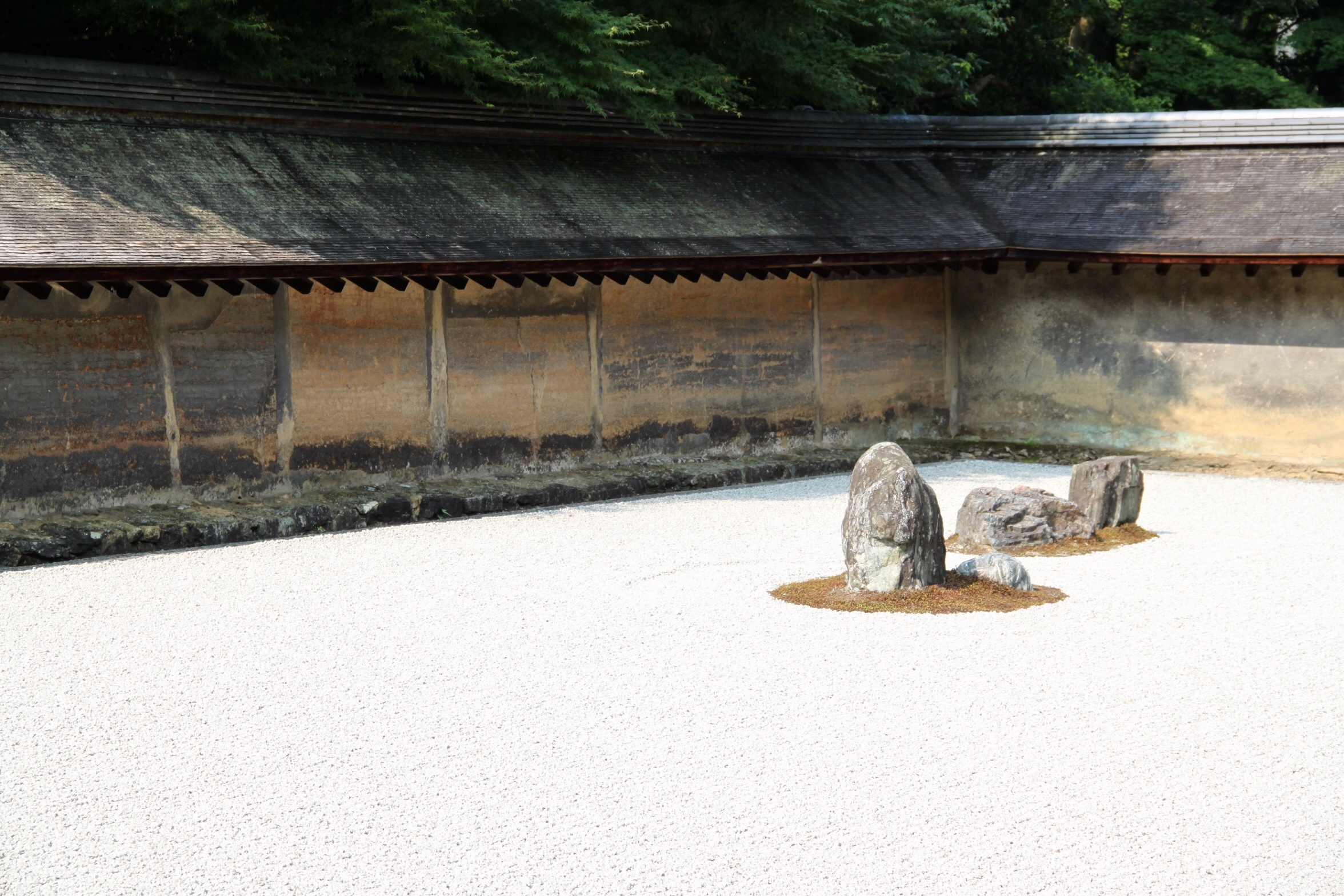Japan Zen Reise Ryuanji Tempel Steingarten gepflasterte Mauer