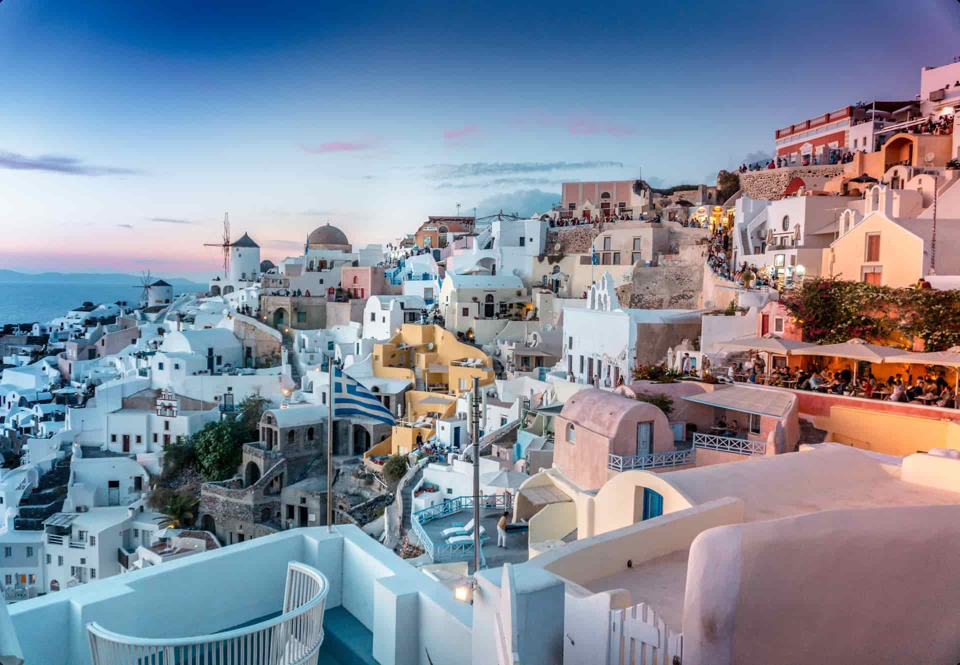 A 4 Minute Guide on the Best Places To Stay in Santorini!