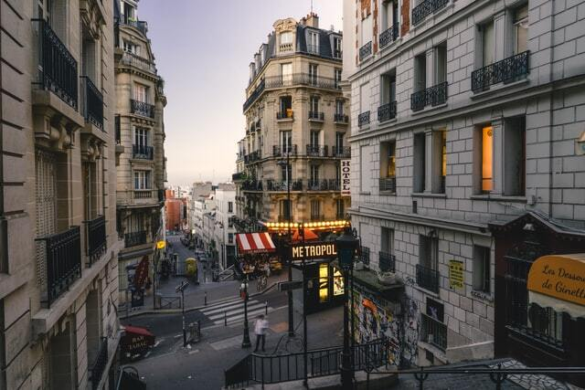streets of Paris with hostels