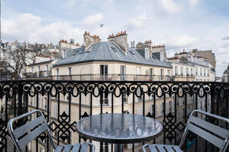 hostel balcony at Hotel Bonsejour Montmartre