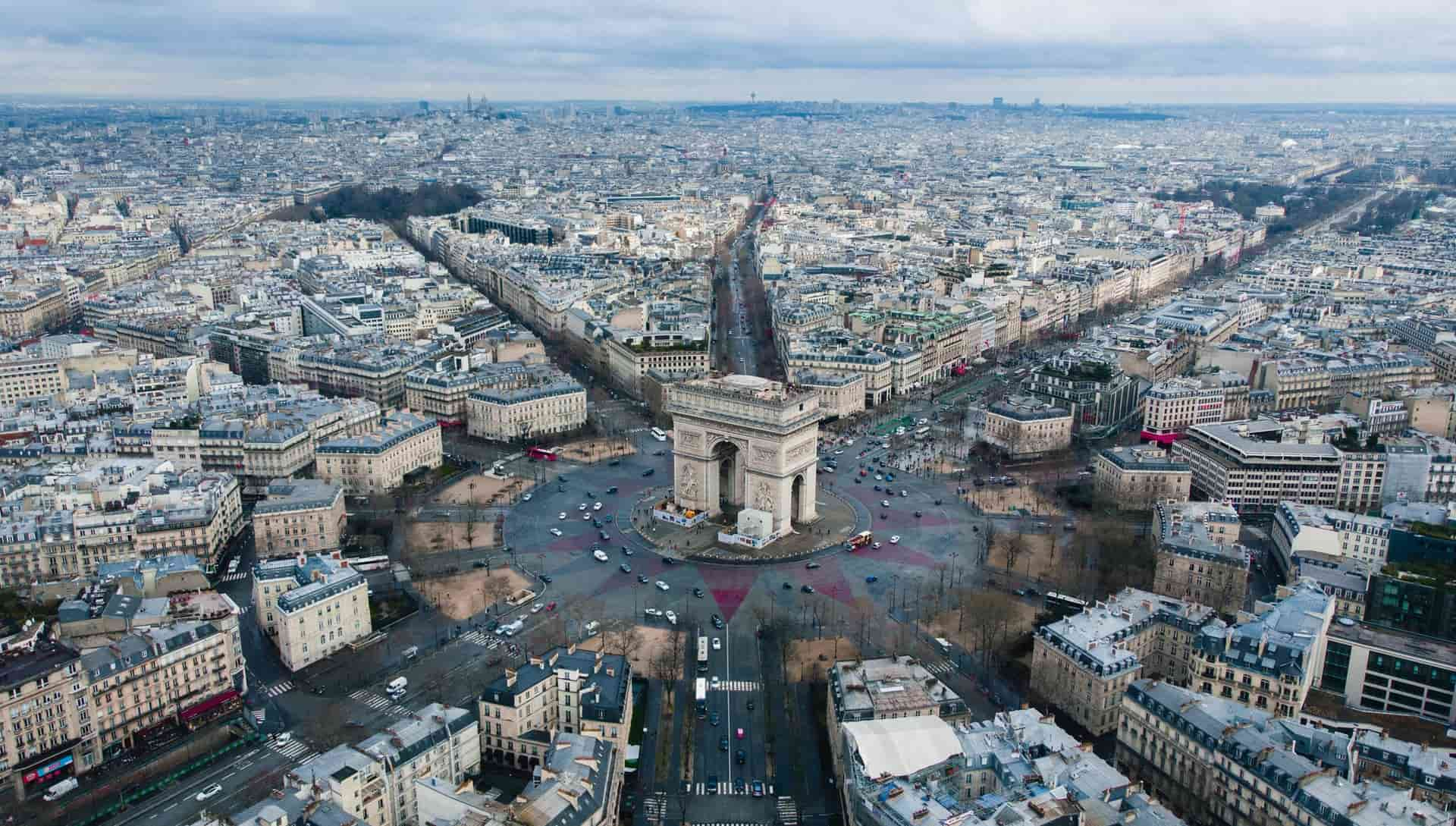 Paris Neighborhoods Explained: Where To Visit and Avoid!