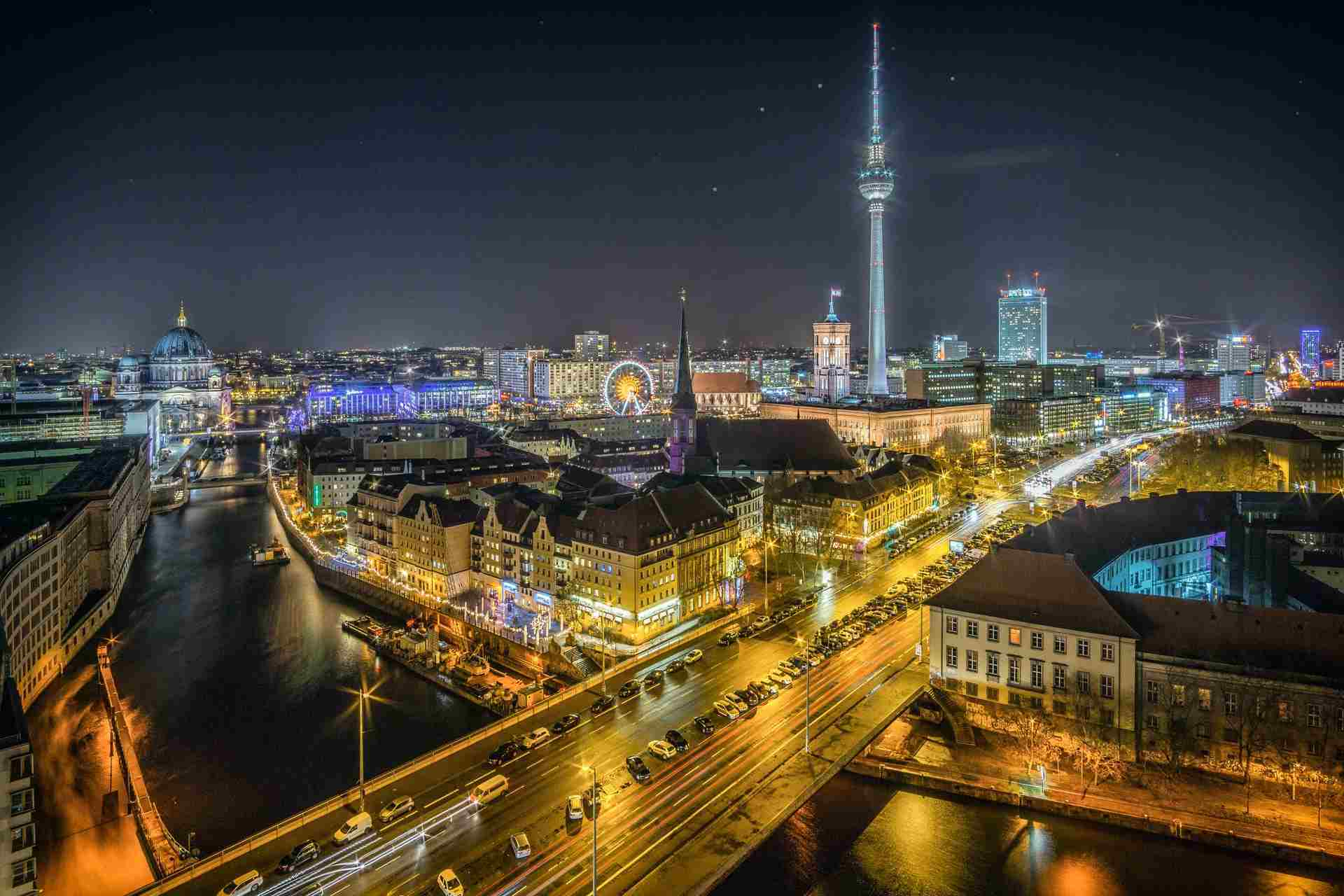 Best Berlin Walking Tour Guide: Tours That Make Zero Compromises!