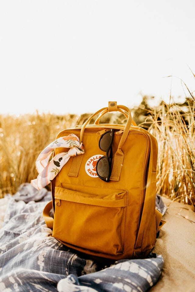 Fjallravenbackpack on a grassy field