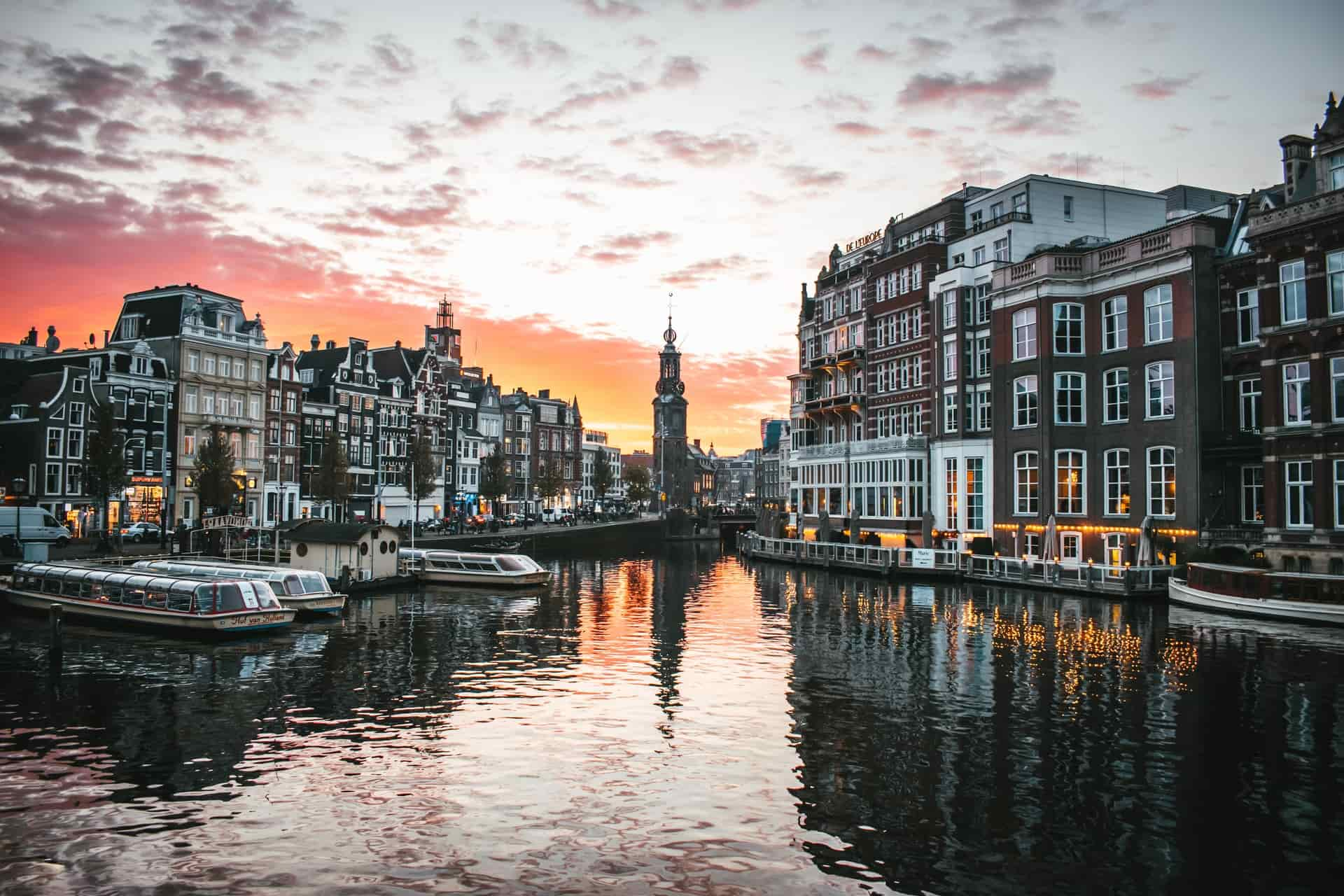 Hop-On Hop-Off Amsterdam's Guide: The Worthy Choice for Commute?
