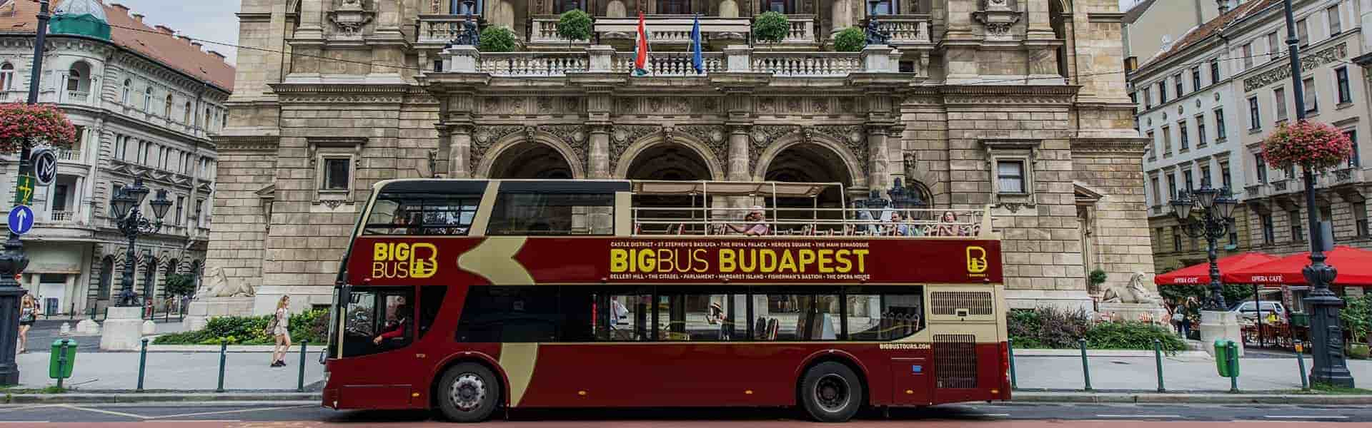 Big bus tours touring around Budapest Attractions.