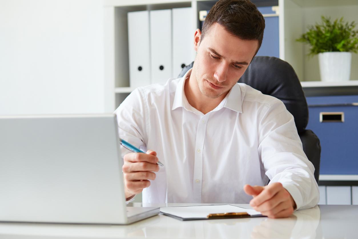 Man filling out application. Credit: iStock.com/Rostislav_Sedlacek